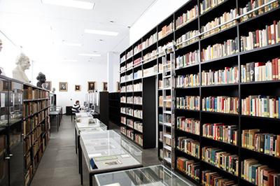 Archivraum, durch den auch Führungen angeboten werden